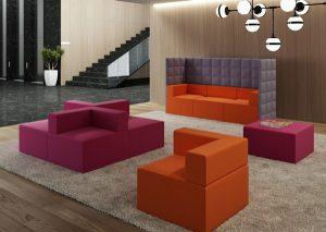 Una zona relax caratterizzata da linee squadrate e colori vivaci grazie agli elementi della linea Kuadra di Kastel.