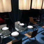 Tavolo riunioni in cristallo, in esposizione utilizzato anche come tavolo da pranzo
