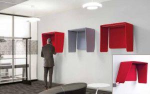 La cabina telefonica fonoassorbente garantisce una migliore qualità dell'audio in conversazione; le pareti mobili annullano la sensazione di trovarsi gabbia.