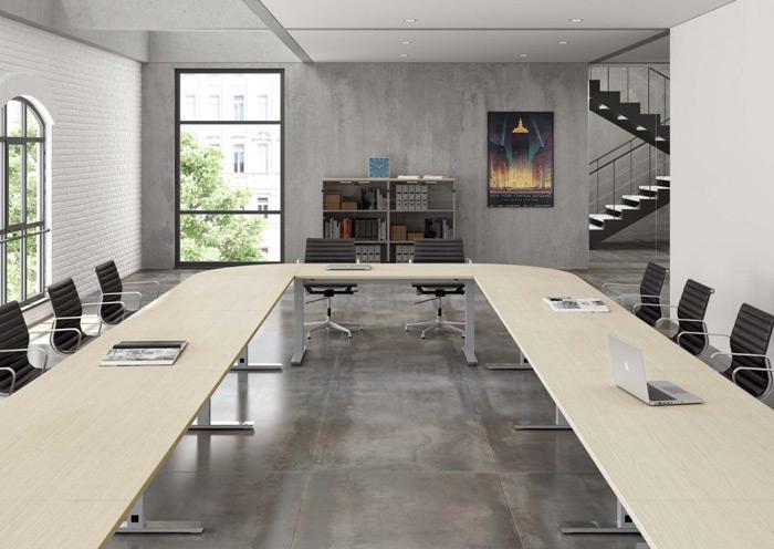 Questo notevole tavolo riunioni dalle finiture decisamente poco classiche è perfetto per una grande azienda moderna e dinamica. [About Office]