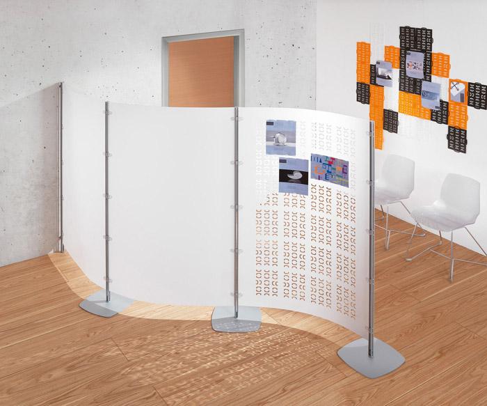 Fabulous alcuni pannelli divisori fissati a parete possono for Progetta i tuoi mobili per ufficio