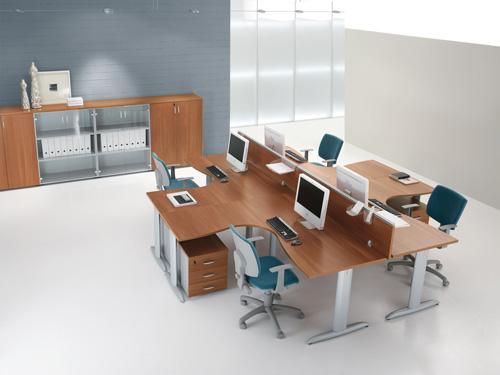 Se lo spazio è ridotto, creare un'isola operativa è un'ottima soluzione. La soluzione in foto è firmata Compir.