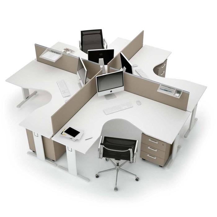 Ufficio piccolo con tante persone? Una soluzione possibile è quella di creare un'isola di postazioni operative. [About Office]