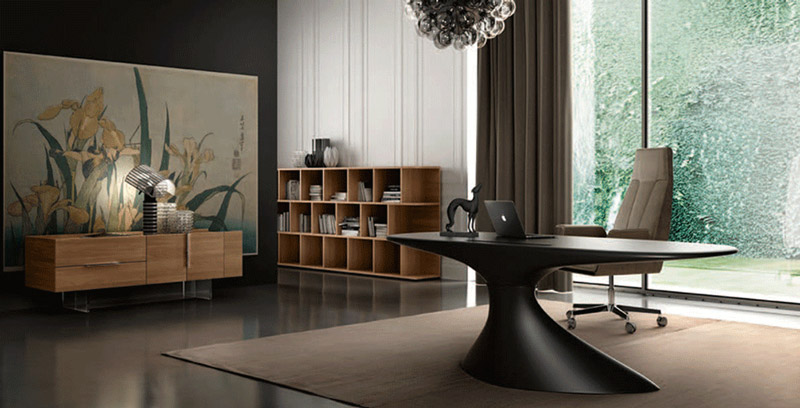 Una scrivania di design dona prestigio all'ambiente e al suo utilizzatore. In foto, la scrivania Zero di Della Rovere.