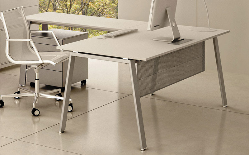 La scrivania angolare è la postazione di lavoro perfetta