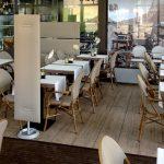 Il Bistrot Therme di Merano ha inserito pannelli free-standing Mitesco, in modo che fungano anche da separè.