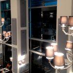 Da Fresco & Cimmino, a Milano, il grigio dei pannelli Mitesco fissati alle pareti decora l'ambiente con eleganza e allo stesso tempo ne migliora l'acustica.