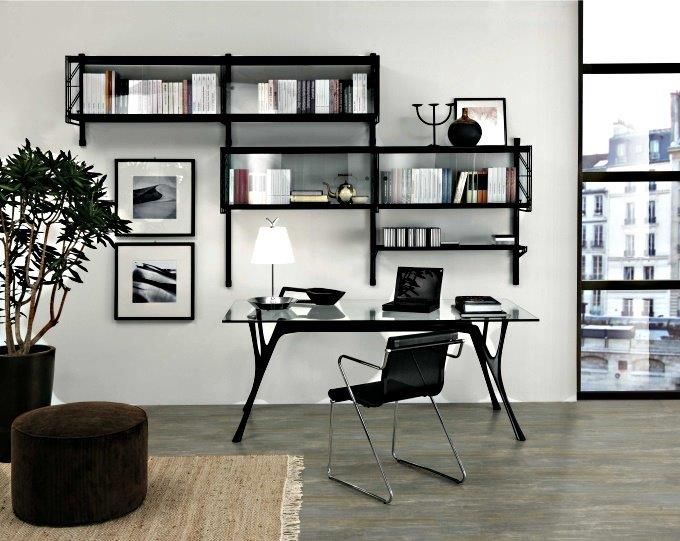 Una postazione di lavoro in casa elegante, discreta e soprattutto di dimensioni contenute.