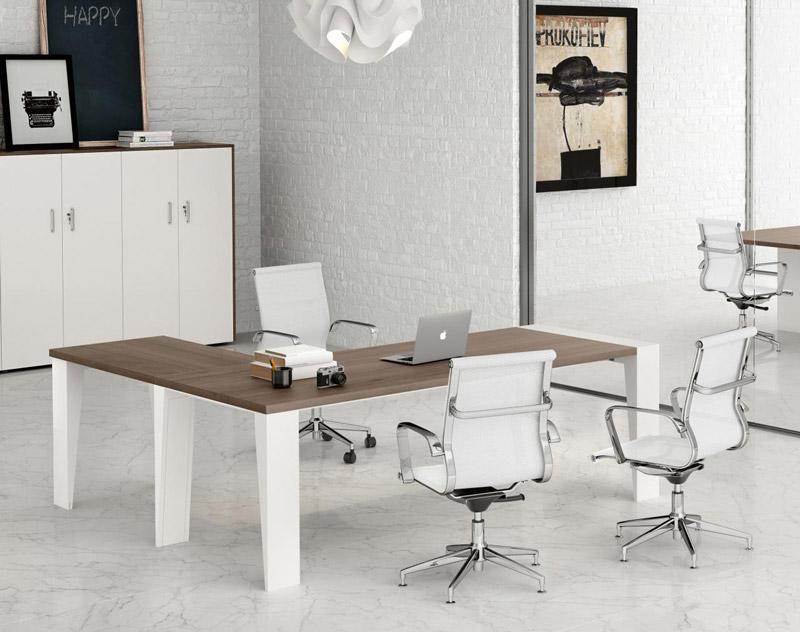 Una scrivania angolare è perfetta anche per chi deve accogliere ospiti. [Nella foto: Go 5 di Officé]